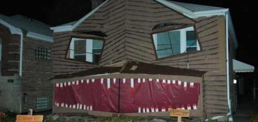 Дом с открытой пастью