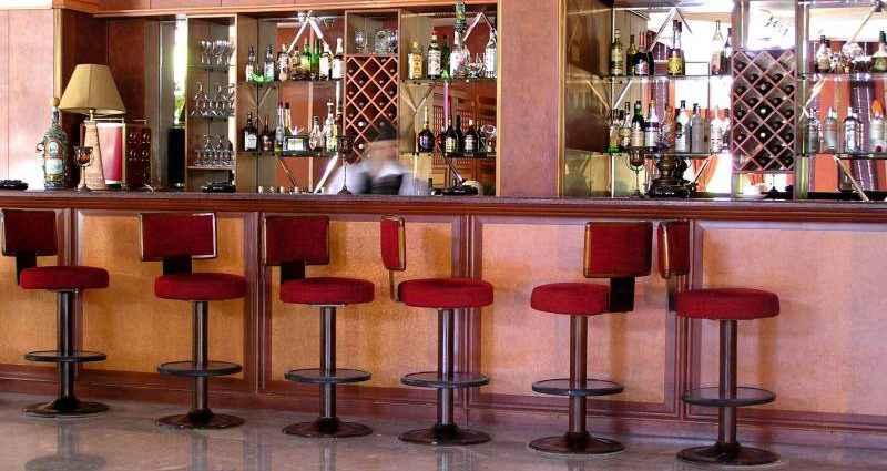 Значение барных стульев в интерьере бара 1