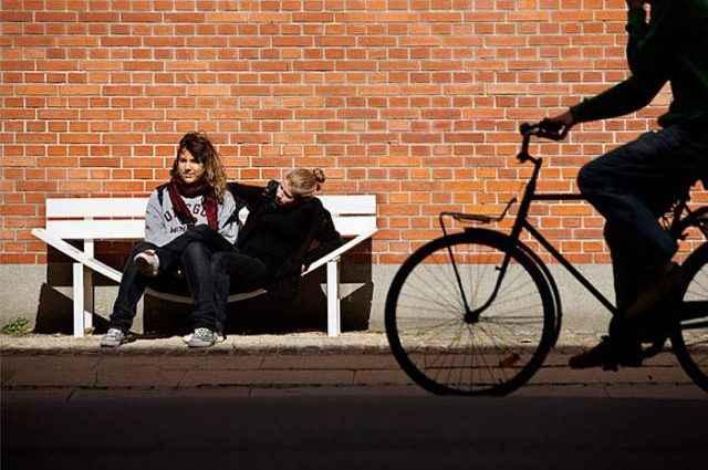 Необычные скамейки. Jeppe Hein 1