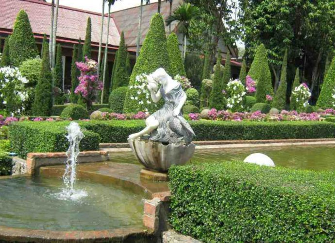 Как выбрать садово-парковые скульптуры для загородного участка 38