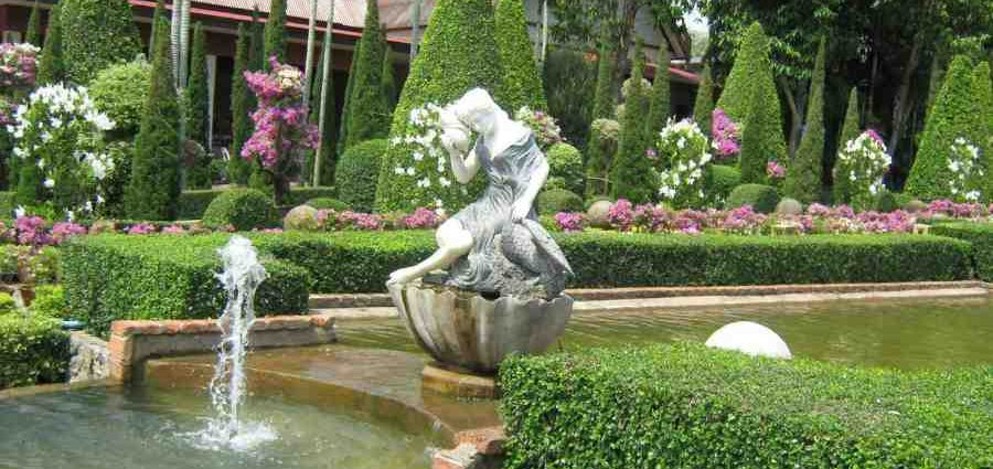 Как выбрать садово-парковые скульптуры для загородного участка 1