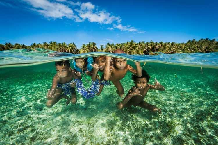 Остров Сатавал. Дети. Каролинские острова. Микронезия